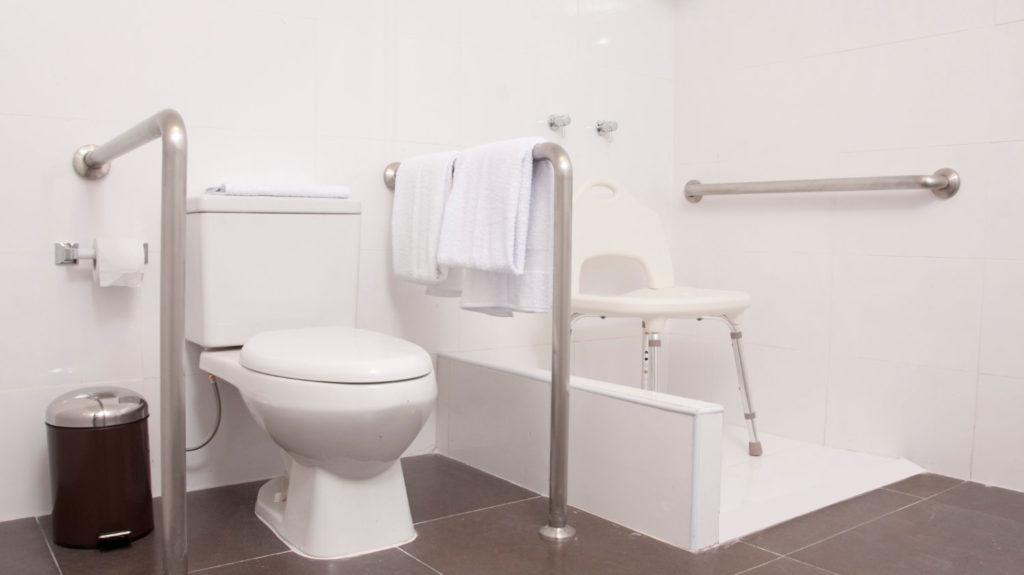 Foto de baño para discapacitados del hotel Flamante